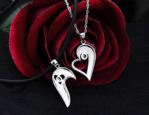 2 halbe Herzen passende Paare Halsketten-Geschenk für Sie und Ihn -