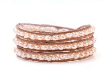 Natürliches TreasureBay Elegant 5 mm Süßwasserperle auf Hand-geknotet Lederband Braun 3-Wrap Armband